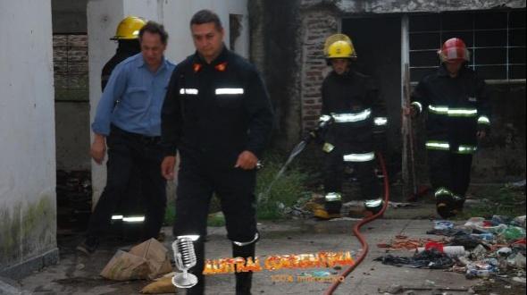 Principio de incendio en edificio abandonado