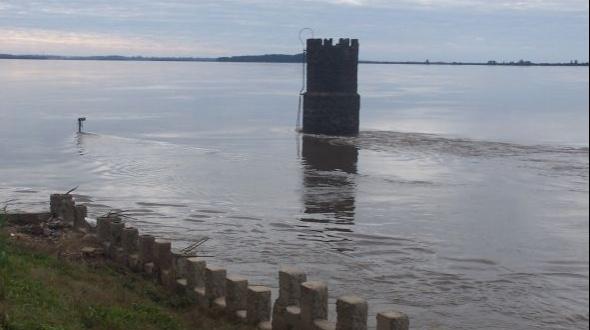 El río Uruguay continúa bajando