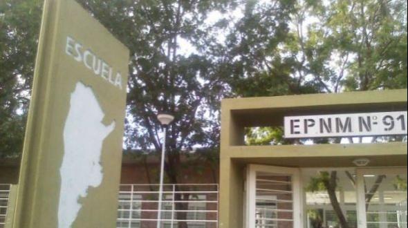 Tres alumnos se pelearon con cadenas dentro del aula en la escuela De La Baxada del Paraná