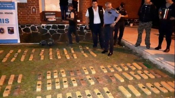 """El Alcázar: la policía misionera incautó un cargamento de droga del cartel paraguayo """"Cruz del Sur"""""""