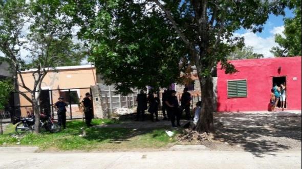 Una pelea entre vecinos terminó con un daños a un móvil policial
