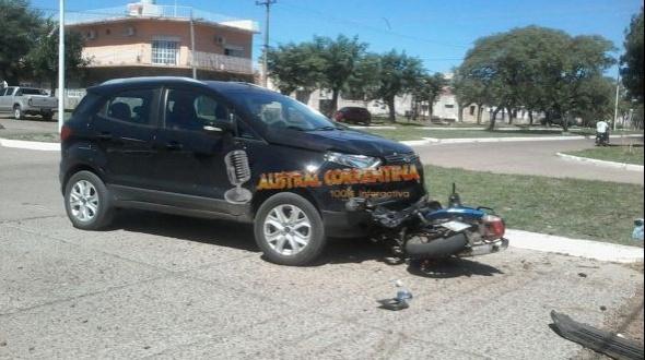 Accidente: Los ocupantes de una motocicleta fueron derivados en ambulancias