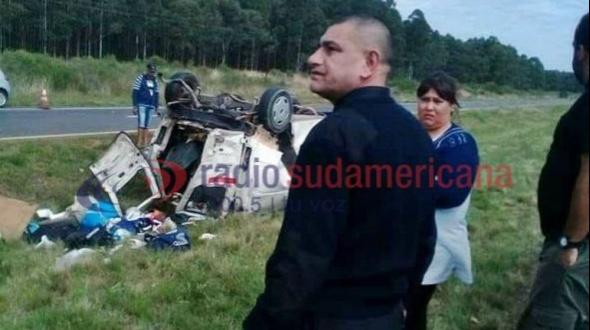 Fuerte choque entre un camión y una combi dejó tres muertos y dos heridos