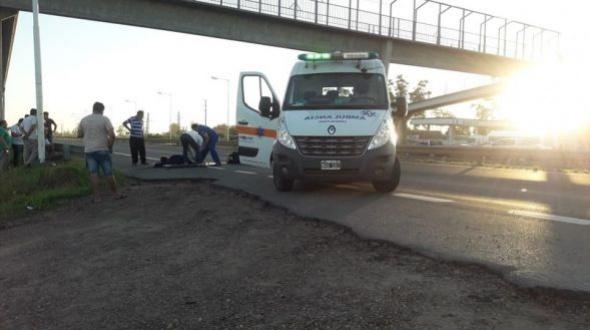 Tragedia en la Autovía Artigas: un motociclista falleció y una mujer fue hospitalizada