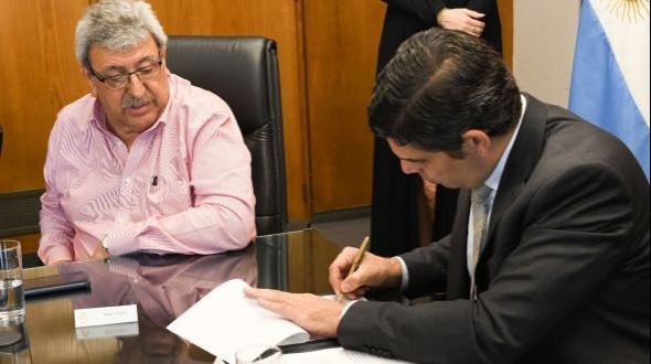 El RENATRE firmó un convenio marco para fiscalizar y registrar trabajadores rurales