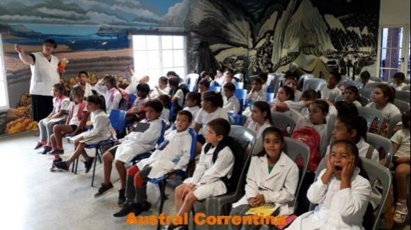Centro de Veteranos Avá Ñaró: Continúa la proyección de videos para las escuelas