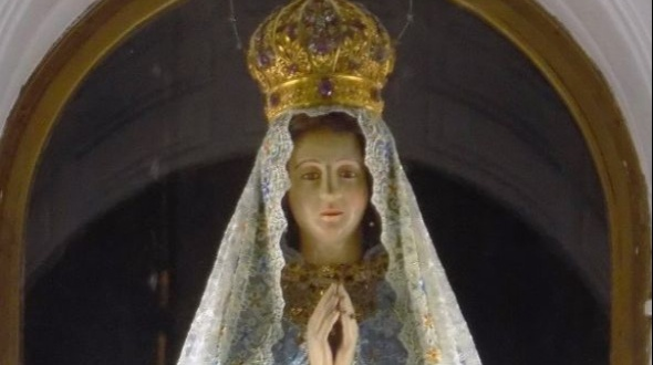 La Virgen de Itatí luce nuevo vestuario