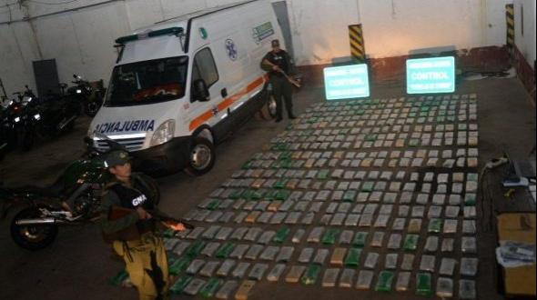 Incautaron más de 350 kilos de marihuana ocultos en una ambulancia