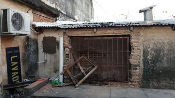Millonario robo en pleno centro de Corrientes: Hicieron un boquete en la parte trasera del local