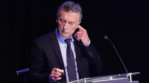 Desmienten que Macri tenía un auricular durante el debate presidencial