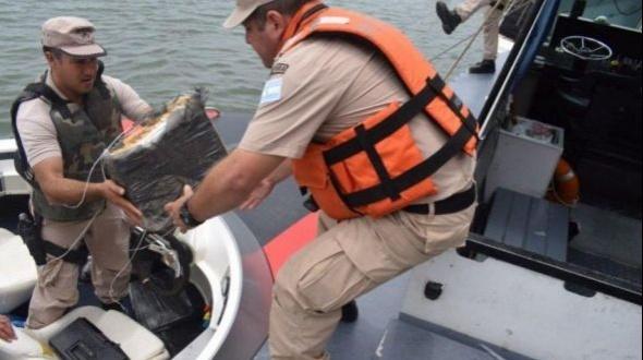 Interceptaron una lancha con casi 300 kilos de droga y detuvieron a dos narcos