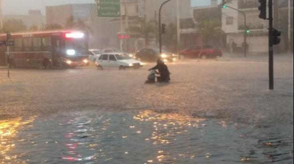 Suspenden el servicio de colectivo por una hora a causa de las intensas precipitaciones