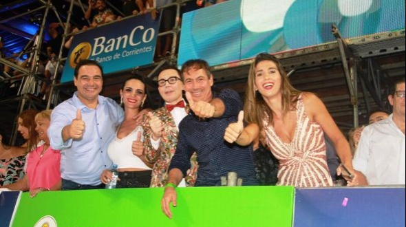 Cinthia Fernández y Marcelo Polino disfrutaron del Carnaval de Corrientes