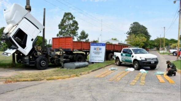 Interceptaron un camión con más de 94 kilos de marihuana y hay tres detenidos