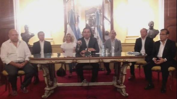 Valdés recorta sueldos de todo su Gabinete para destinar a salud y seguridad