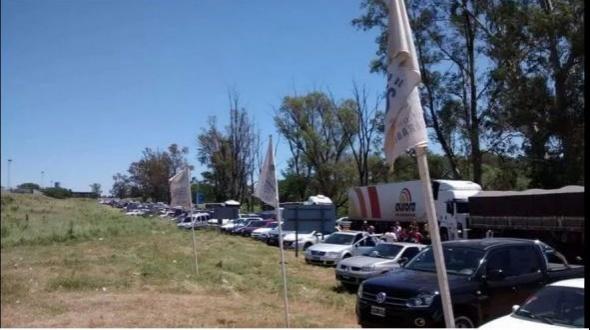 Paso de los Libres: se agrava el conflicto con camioneros en el puente fronterizo