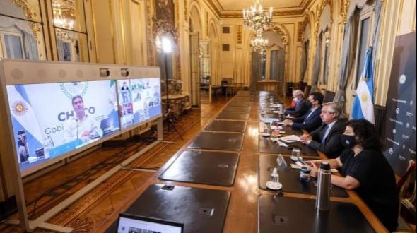 Alberto Fernández está reunido con Gustavo Valdés y otros 11 gobernadores