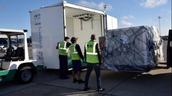 Llegaron más de 200 mil dosis de AstraZeneca y partió un nuevo vuelo a Moscú