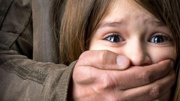 Su hija de seis años sufrió abuso sexual y ella no le cree: le prohibieron acercarse